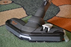 aspirapolvere su tappeto