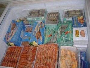 congelatore con alimenti