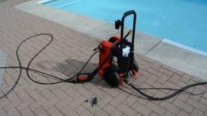 idropulitrice per pulire il bordo piscina