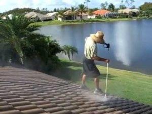 pulizia della copertura con idropulitrice