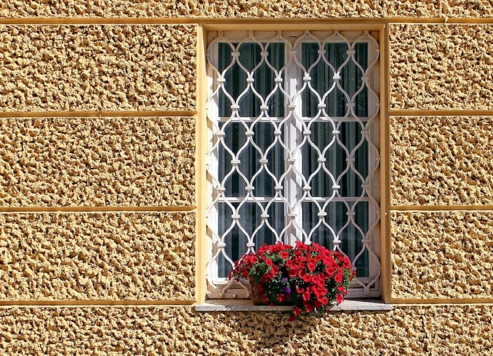 Inferriate per finestre guida alla scelta casina mia - Cancellate in ferro per finestre ...