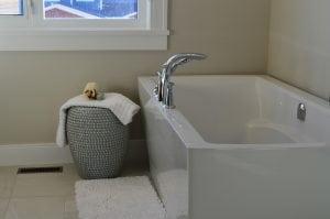 vasca-da-bagno-con-seduta-moderna