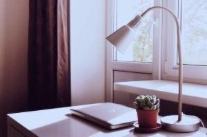 lampada da scrivania Casina Mia 300x199 - Come arredare uno studio: funzionalità legata allo stile