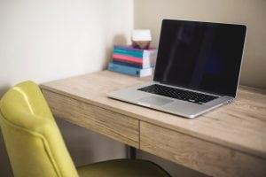 scrivania e seduta Casina Mia 300x200 - Come arredare uno studio: funzionalità legata allo stile