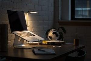 seduta e scrivania Casina Mia 300x200 - Come arredare uno studio: funzionalità legata allo stile