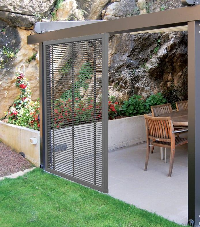 Pannelli frangivista in pvc delimitare il giardino con for Pannelli recinzione giardino
