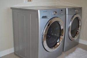 asciugatrice e lavatrice in coppia 300x199 - Asciugatrice - La Super Guida: La migliore, a gas, a pompa di calore, le classi energetiche - Le opinioni dei consumatori e molto atro ancora