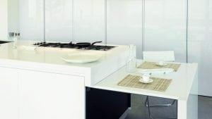 isola con tavolo a scomparsa 300x169 - Cucine con tavolo a scomparsa: il segreto per ottimizzare lo spazio