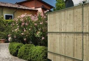 pannelli frangivista in legno 300x205 - Pannelli frangivista in PVC: delimitare il giardino con eleganza