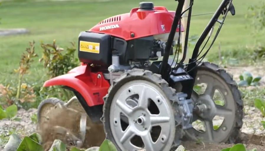 motozzappa della Honda in azione su terreno argilloso - Motozappa - Scopri la migliore tra i modelli elettrici e a scoppio