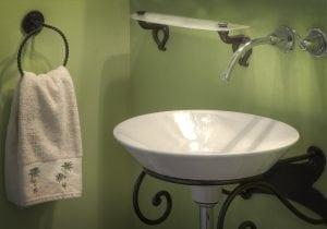 RUBINETTERIA A MURO 300x210 - La rubinetteria del bagno: consigli pratici per arredare