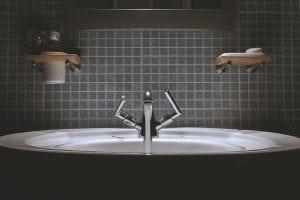 RUBINETTERIA MODERNA 300x200 - La rubinetteria del bagno: consigli pratici per arredare