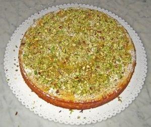 torta con pistacchi 300x254 - Torte alla crema di pistacchi: un unico ingrediente per molteplici spunti differenti