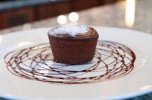 tortino cioccolato 300x197 - Tortino con cuore di cioccolato: una vera delizia per il palato