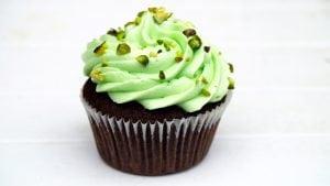 cupcake al pistacchio 300x169 - Torte alla crema di pistacchi: un unico ingrediente per molteplici spunti differenti