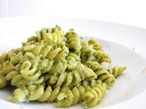pasta pesto pistacchio 300x225 - Torte alla crema di pistacchi: un unico ingrediente per molteplici spunti differenti