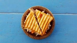 PANE TOSTATO IMBOTTITO 300x169 - La migliore piastra per panini e toast professionale.  Scopri recensioni e classifica dei prodotti più venduti