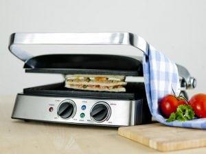 panino nella griglia 300x224 - La migliore piastra per panini e toast professionale.  Scopri recensioni e classifica dei prodotti più venduti