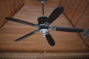 ventilatore a soffitto 300x200 - I top 5 Ventilatori silenziosi per combattere l'afa estiva