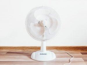 ventilatore da tavolo 300x225 - I top 5 Ventilatori silenziosi per combattere l'afa estiva