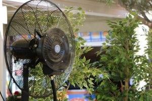 ventilatore esterno 300x200 - I top 5 Ventilatori silenziosi per combattere l'afa estiva