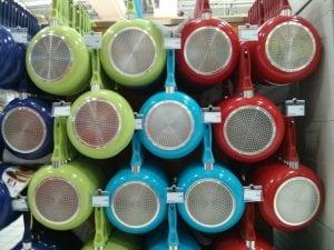 padelle colorate 300x225 - Le migliori padelle e pentole in pietra. Classifica e opinioni dei consumatori