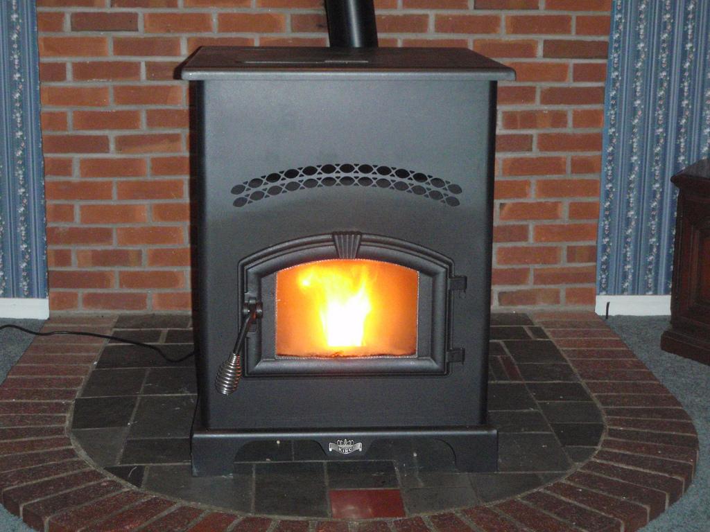 Come collegare una stufa a pellet all 39 impianto di for Disegno impianto riscaldamento a termosifoni