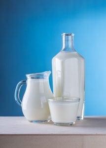 Latte freddo e limone per togliere le macchie di colore dai tessuti delicati 5f3255b90c93