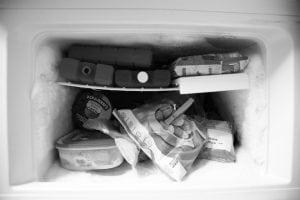pulire freezer 300x200 - Come togliere il silicone indurito e fresco da tutte le superfici