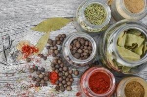 erbe aromatiche conservate 300x199 - Essiccatore per alimenti quale è meglio comprare?