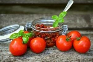 pomodori secchi 300x200 - Essiccatore per alimenti quale è meglio comprare?