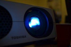 proiettore acceso 300x198 - Miglior proiettore full HD