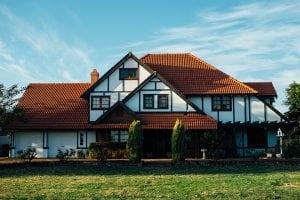 esterni casa 300x200 - Rilevatori di presenza per accensione luci da esterno