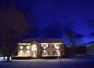 Rilevatori di presenza per accensione luci da esterno casina mia