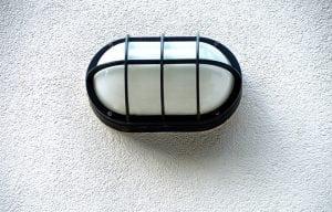 luce esterno 300x192 - Rilevatori di presenza per accensione luci da esterno