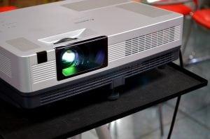 proiettore da conferenze 300x198 - Miglior proiettore full HD