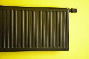 calorifero 300x198 - Come risparmiare sul riscaldamento: trucchi per restare al caldo senza spendere una fortuna