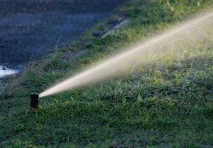 Impianto Di Irrigazione Per Il Giardino Interrato O Fuori