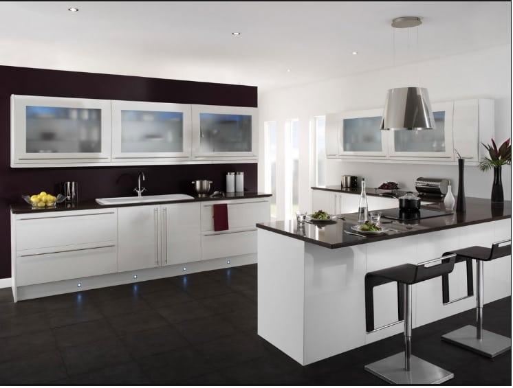 Cucina bianca e nera una scelta razionale per un effetto