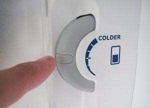 Manopola Termostato Frigorifero 300x217 - Il frigo non raffredda? Possibili cause e soluzioni fai da te