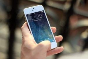 controllo da smartphone 300x200 - Telecamera wireless con SIM da esterno per controllo remoto da cellulare
