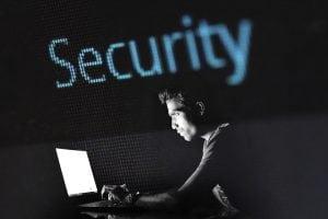 sicurezza a casa 300x200 - Telecamera wireless con SIM da esterno per controllo remoto da cellulare