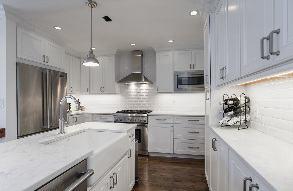 Cucina bianca e legno: quando purezza e naturalezza si incontrano ...