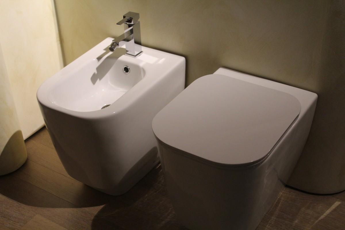 wc con Cassetta a scomparsa - Come riparare il water che perde acqua da sotto