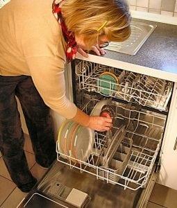 Lavastoviglie Domestica 255x300 - Come risparmiare energia elettrica in casa: 10 trucchi per risparmiare che puoi applicare ogni giorno o quasi