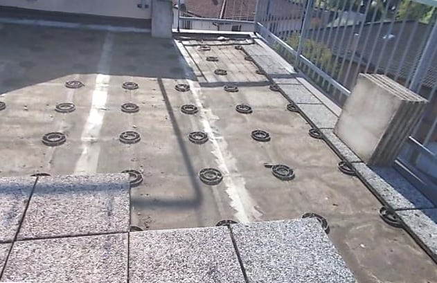 Mattonelle da esterno posare senza cemento. interesting piastrelle
