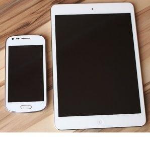 Smartphone e Tablet 298x300 - Come risparmiare energia elettrica in casa: 10 trucchi per risparmiare che puoi applicare ogni giorno o quasi