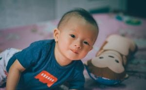 Bambino nella Cameretta 300x185 - Il miglior letto Montessori per il sonno dei più piccini