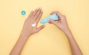 Crema Idratante per le Mani 300x188 - Come togliere il silicone indurito e fresco da tutte le superfici