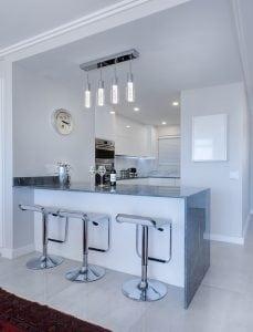 Cucina con Penisola 229x300 - Dimensioni cucina: scopri tutte le misure ideali per il tuo spazio confortevole e intelligente